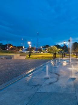 Parque de Ciudad Colón de noche